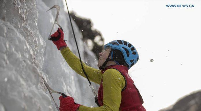 ช็อตเด็ด! รัสเซียคว้าชัย ปีนหน้าผาน้ำแข็งไวที่สุดในโลก