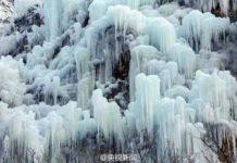 หนาวจนแข็ง!เมื่อน้ำตกถูกสตาฟไว้ด้วยความหนาว