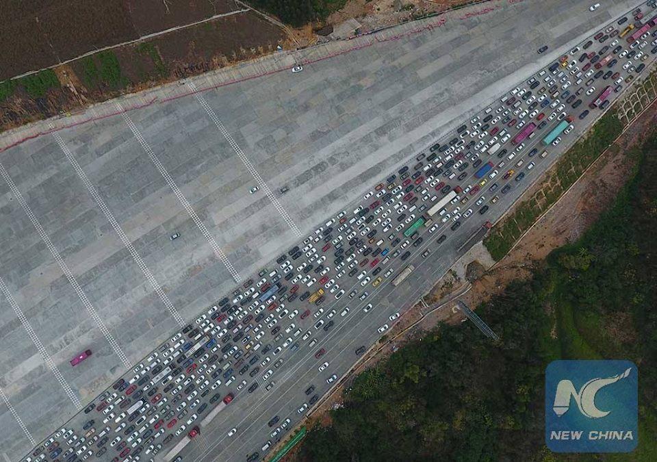 ทางด่วนจีนรถเริ่มหนาแน่น ช่วงวันหยุดตรุษจีนใกล้สิ้นสุดลง