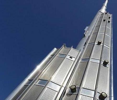 """ดูไบโชว์ """"เบิร์จ คาลิฟา"""" ตึกที่สูงสุดในโลก แถมทุ่มเงินสร้างตึกสูงกว่าเดิม"""
